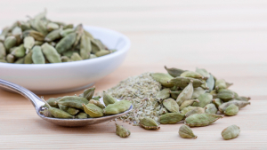 Cardamom is a spice that has many health benefits.