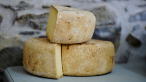 There are many types of vegan cheese and we can prepare them at home.