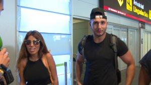 Chabelita y Omar Montes en el aeropuerto de Barajas en Madrid.