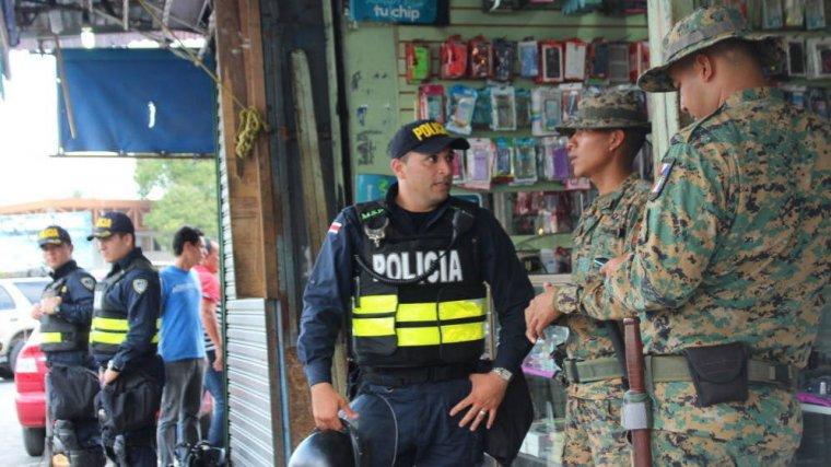 Imagen de policía y militares de Costa Rica