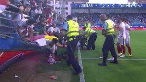 Al menos 4 personas heridas tras caer una valla durante el partido que enfrenta al Eibar y al Sevilla en el Estadio de Ipurua