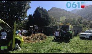 Grave tras sufrir un accidente con su tractor mientras trabajaba en Cantabria