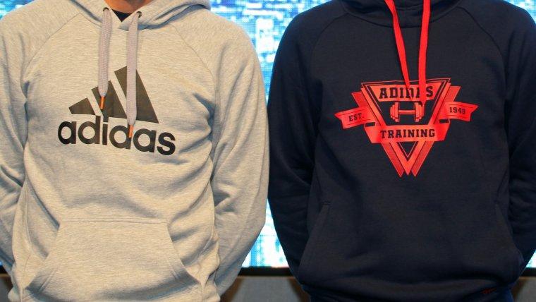 Imatge de dos peces de roba de la marca Adidas