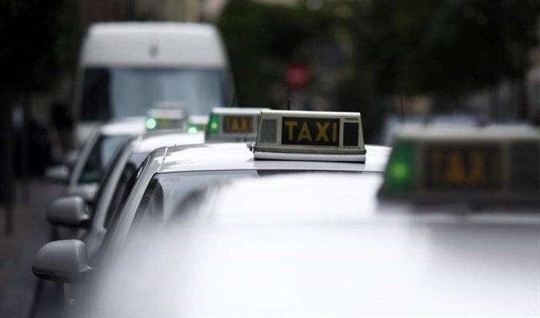 Imagen de archivo de varios taxis.
