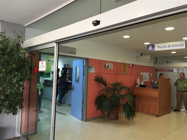 Una mujer agrede a 5 sanitarios en el Hospital Virgen de la Victoria de Málaga