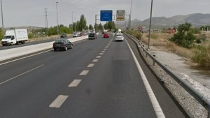 El accidente ocurrió en este punto de la A-44, antes de la salida 125 hacia Granada.