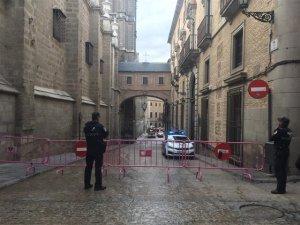 La Pollicía Local ha cortado la zona donde se ha desprendido una cornisa de 20 kg de la Catedral
