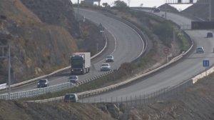 Los tres caballos han invadido la A-7 a su paso por la localidad almeriense de Roquetas de Mar