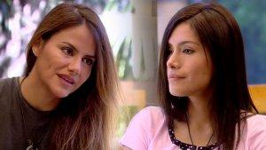 Mónica Hoyos y Miriam Saavedra, momento de tregua tomando el té