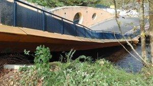 Un puente sobre el río Urumea en Hernani (Guipúzcoa) se viene abajo