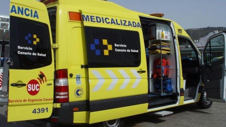 Las asistencias canarias trasladaron a la afectada por el accidente a dependencias médicas