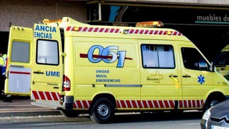 Herida con politraumatismos tras volcar el coche en el que viajaba en Lorca, Murcia