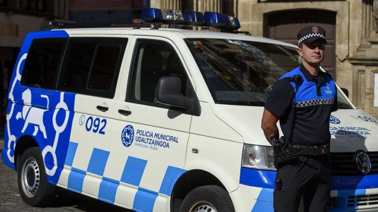 La policía Local de Pamplona ha sido la encargada de llevar a cabo el salvamento del joven ebrio