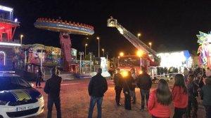 Atrapadas 20 personas a 8 metros en una atracción de feria de Elche