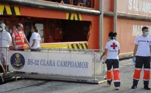 Imagen de barco con el que han rescatado a los inmigrantes.