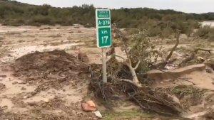 Imagen del sector en la A-378 en Los Corrales, donde fueron halladas las dos mujeres encerradas en un vehículo.