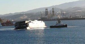 Un ferry y un barco han chocado en Gran Canaria provocando la caída de varias personas al mar