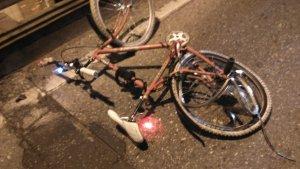 El conductor del vehículo se dio a la fuga tras arrollar al ciclista
