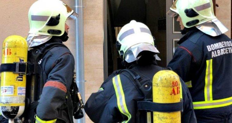 Imagen de archivo de los Bomberos de Albacete trabajando en un incendio.
