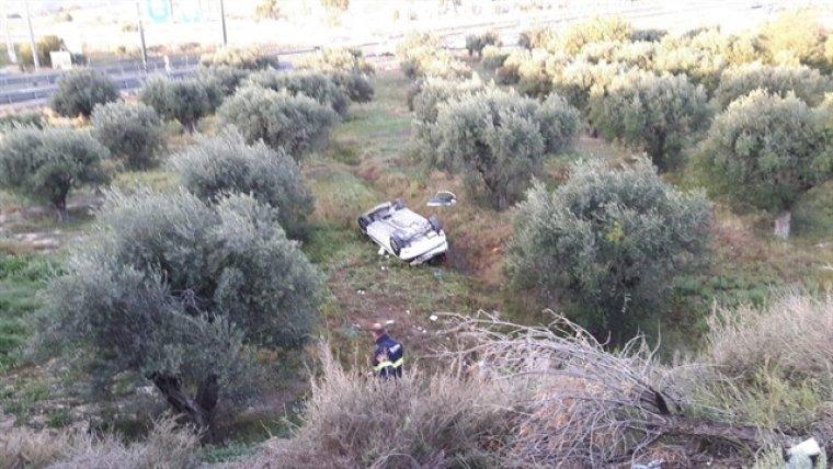 Un coche sale disparado unos 40 metros tras chocar contra el guardarraíl de la autovía de circunvalación de Alicante