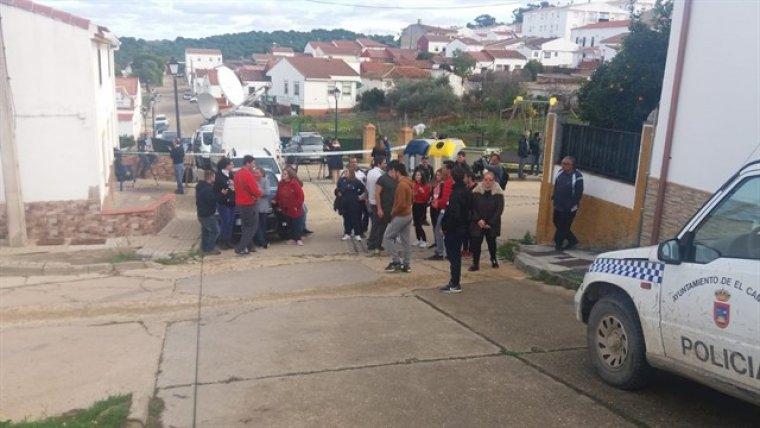 Vecinos de El Campillo hoy consternados por el 'caso Laura' fueron grabados en 1999 queriendo expulsar a los Montoya del pueblo