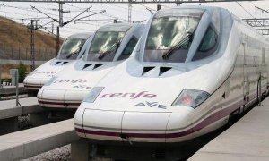 Imagen de algunos trenes del AVE en Galicia