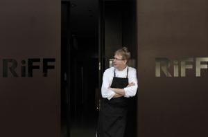 El propietario del restaurante El Riff ha confirmado su cierre temporal