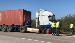 Imagen del camión tras el accidente.