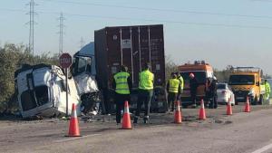 Los fallecidos han perdido la vida a causa del impacto con el camión.