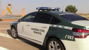 Un turimo ha chocado con un coche de la Guardia Civil