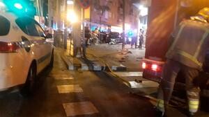 El conductor ha arrollado la terraza de un bar.