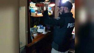 La policía bonaerense durante la investigación
