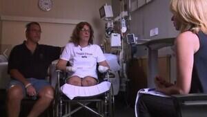 Marie Trainer, junto con su marido, Matthew Trainer, en el hospital