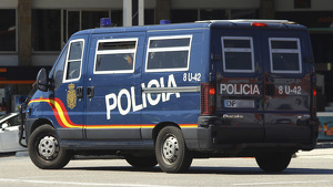 Furgón de la Policía Nacional circulando