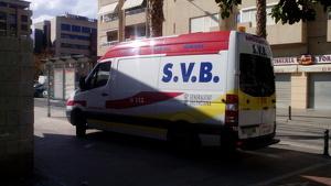 Una ambulancia de la Comunidad Valenciana en plena calle.