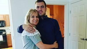 Joseph Cole Langford, junto a su madre Dawna, fallecida en la masacre de Sonora, México
