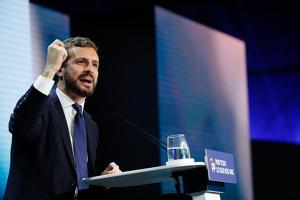 Pablo Casado durante un mitin en el cierre de campaña electoral el 8 de noviembre