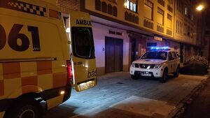 Una ambulancia del 061 y Protección Civil de Cedeira (A Coruña)