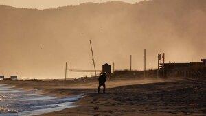 Imagen de una playa azotada por el fuerte viento