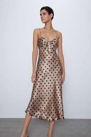 Vestido lencero vendido por Zara a 29,95 euros. Enero 2020