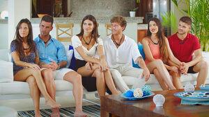 Tres de las cinco parejas de 'La isla de las tentaciones' en el primer programa emitido, enero 2020