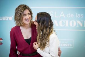 Mónica Naranjo y Sandra Barneda en la presentación de 'La isla de las tentaciones'