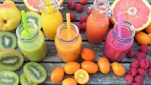 Batidos de frutas separados por colores