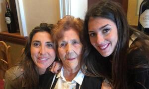 Paz Padilla junto a su madre y su hija.