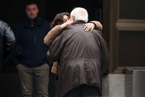 El padre de Fran Álvarez en el entierro de su hijo, el 11 de febrero de 2020