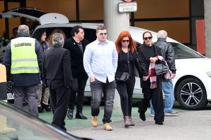 Familiares de Fran Álvarez llegando al tanatorio para el entierro de Fran, el 11 de febrero de 2020