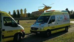 Varios vehículos de emergencias 061 de Aragón.