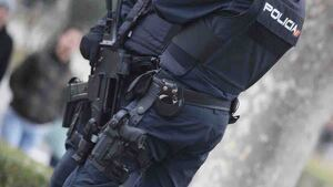 Agentes de la Policía Nacional armados