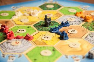 Imagen del tablero de un juego de mesa con figuras