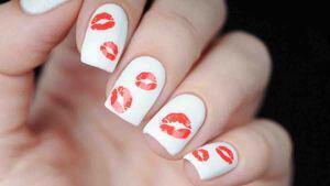 Diseño de uñas con besos